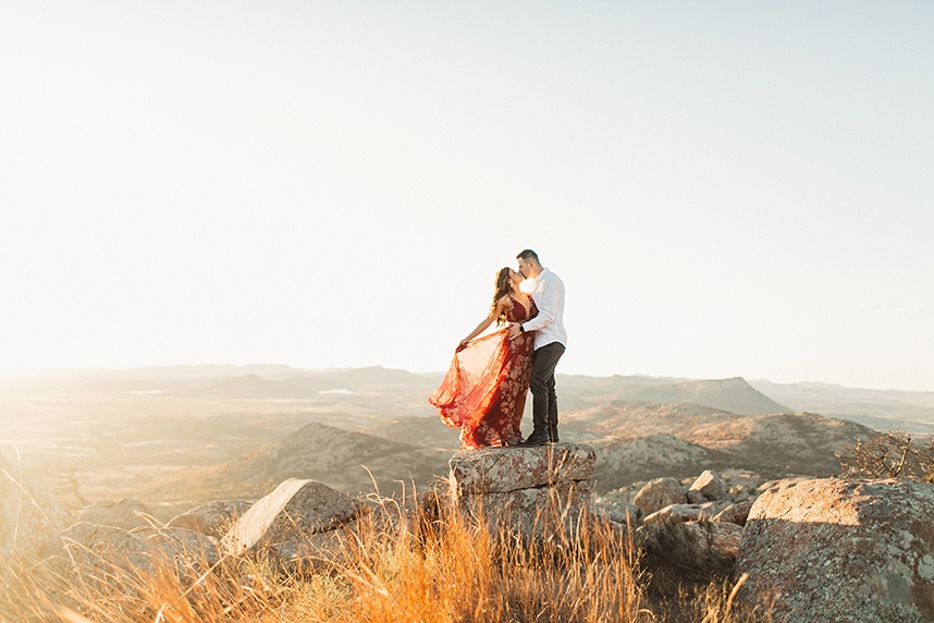 Breathtaking Mountain Engagement Shoot Oklahoma Wedding Photographer Emily Nicole Photo_18