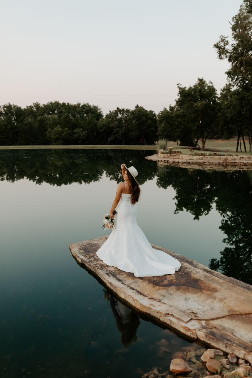 Soft Bohemian Wedding Inspiration Oklahoma Wedding Venue Esperanza Ranch Oklahoma Wedding Florist Floral Design Forever Borrowed_21