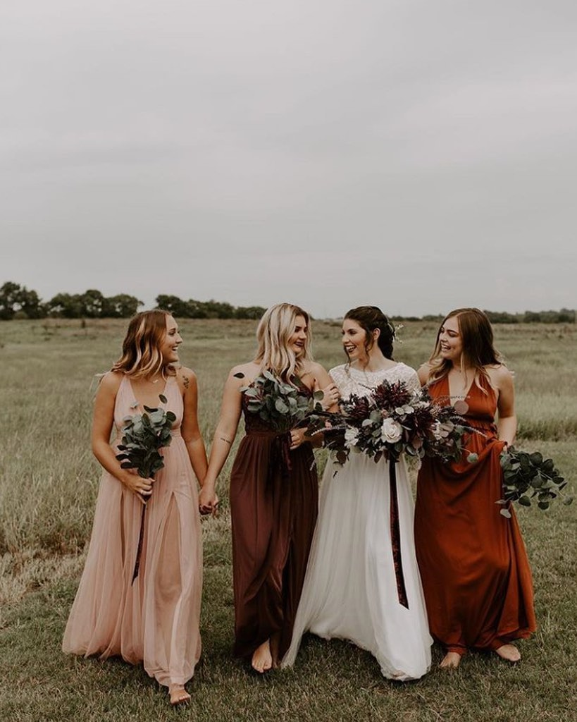 Who else is missing their wedding tribe? This celebration at thedowryeventcenter has us reminiscing on real-life (not zoom) hangouts with