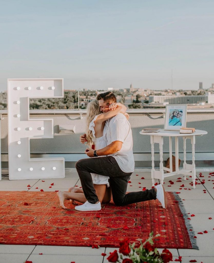 Engagement season is upon us! And we have absolutely zero complaints about that! Check out this stunning rooftop engagement at