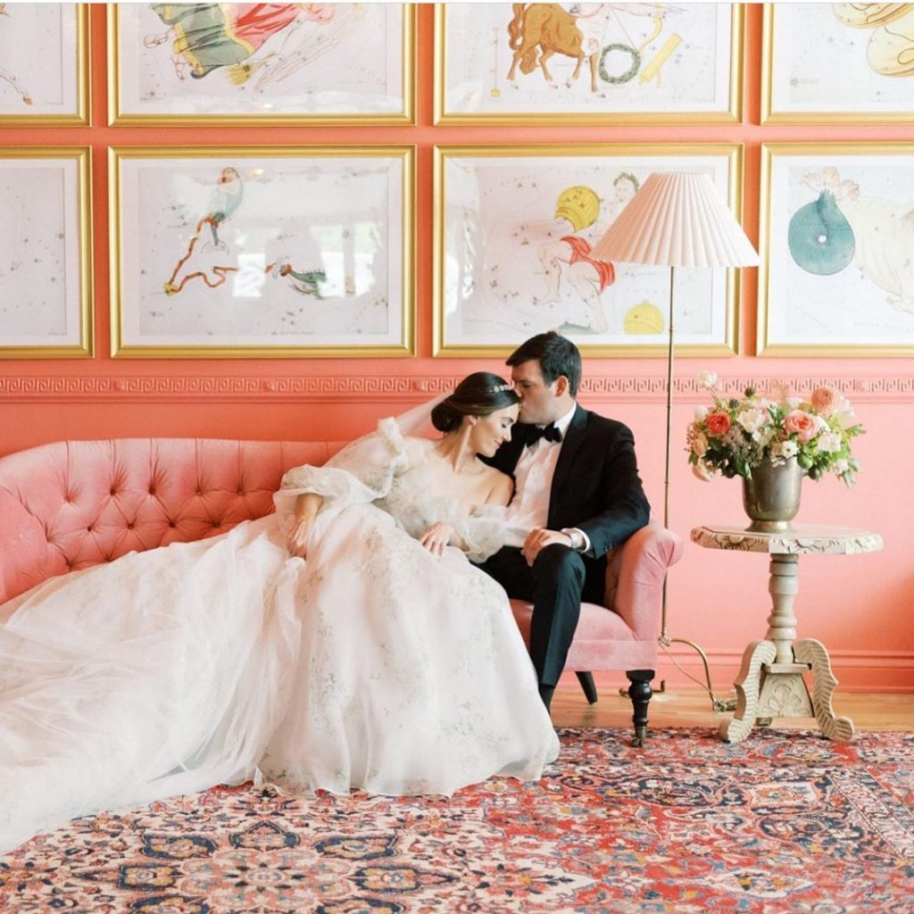 We have TOTALLY caught feelings for this styled shoot from feteokc! This haute printed moniquelhuillierbride gown from jjkellybridal is nothing