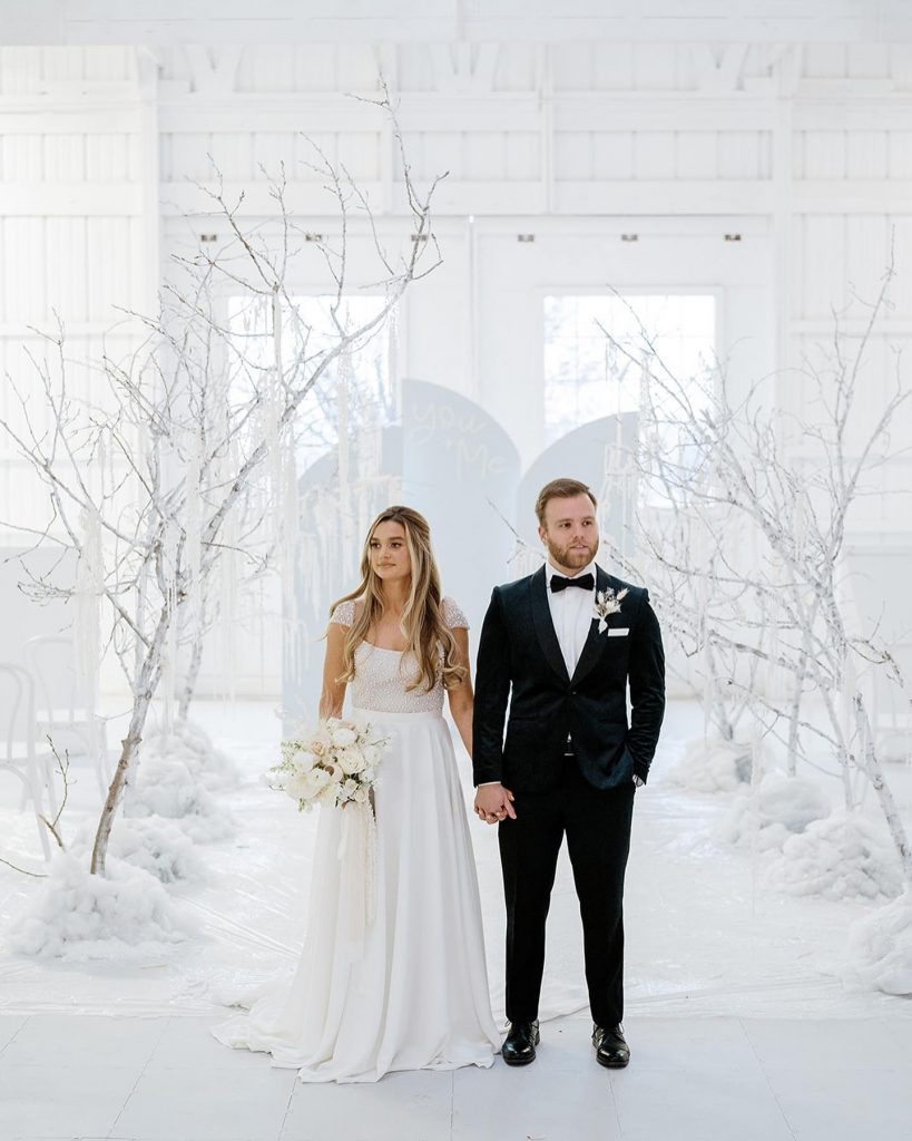 """Winter wonderland to fit the weather outside! ?❄️?  From the photographer: """"This winter wonderland styled wedding shoot at aspenranchok"""