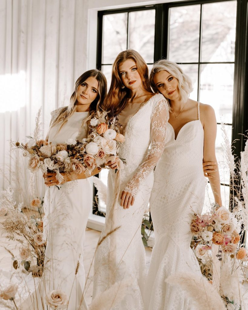 This romantic wedding inspiration is like a bridal couture fashion show in the most elegant setting possible! ?  Head
