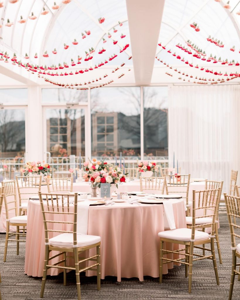 Delicate pink sure does look good on you, renaissancewaterfordokc! 💖🌸💕 This light and airy reception space was the perfect backdrop