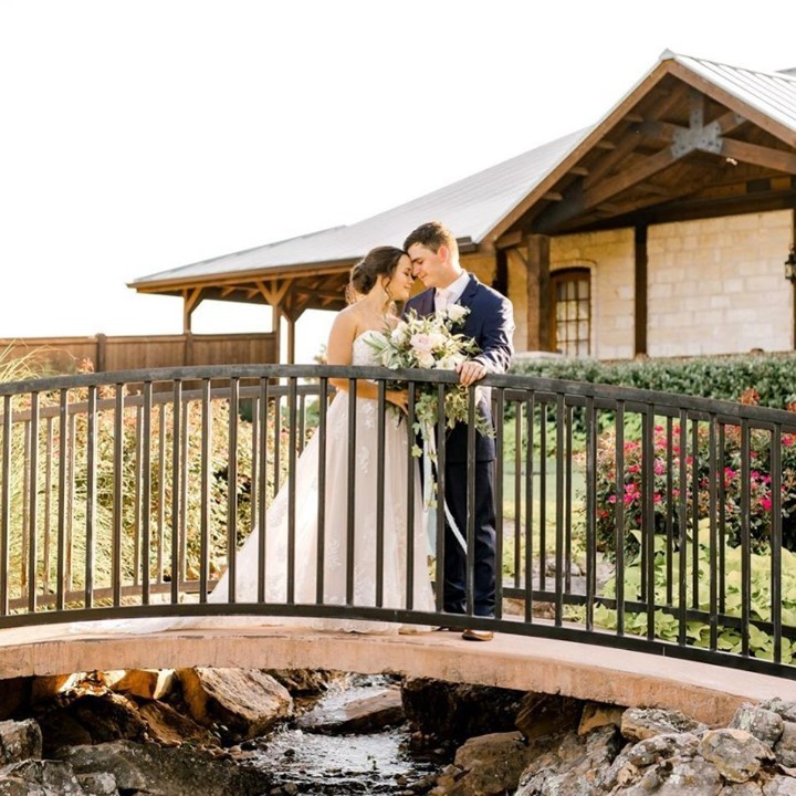 These views at springsvenue Norman seriously give us butterflies 🦋 Over the bridge and through the woods right into MARRIED