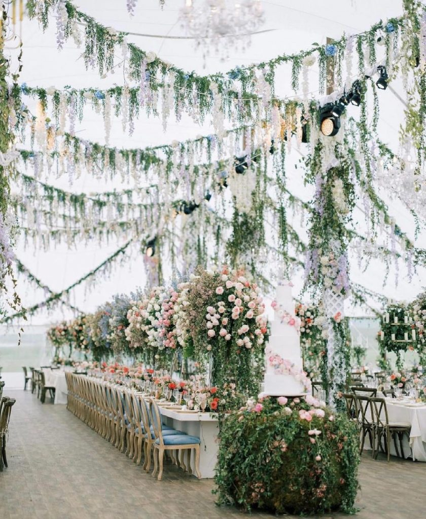 Over the🌙 is an understatement!! Three cheers for alexmariedrum, thepioneerwoman's daughter, who recently married her sweetheart, mauricioscott03! This wedding was