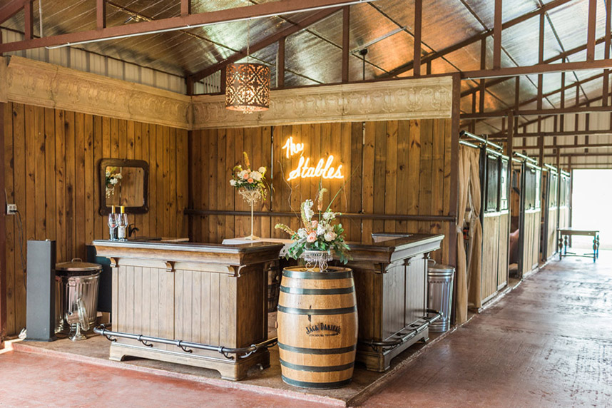 stables at washita farms oklahoma wedding venue