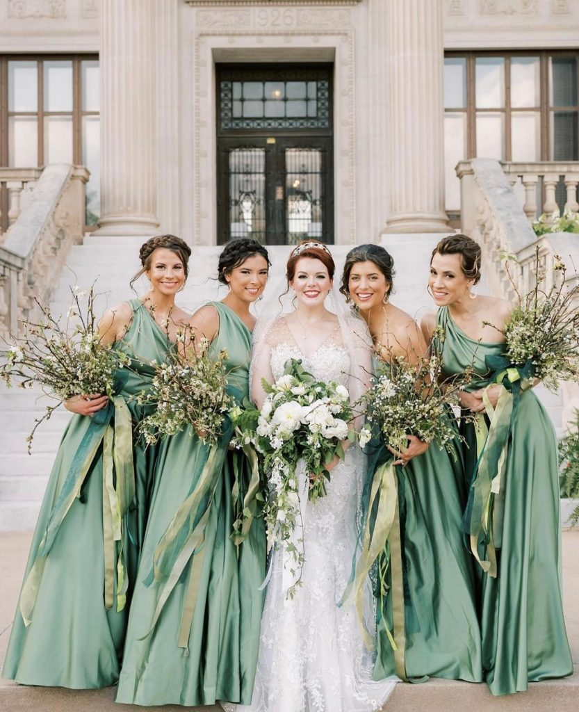 Enchanted forest check! This bride wanted to turn her wedding into the most whimsical affair and thanks to trochtas, her